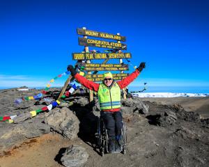Aron Anderson bestiger Kilimanjaro