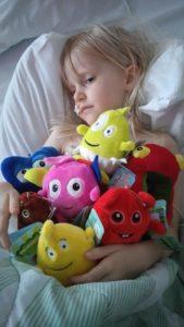 Juva har kvällen före fått köpa alla Babblar i sjukhuskiosken efter att generösa människor swishat pengar till oss <3