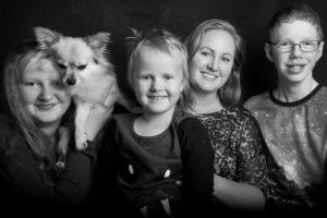 Med mina fyra bäbisar, varav den hårige är den allra svåraste att uppfostra... =)